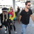 Bella Thorne arrive à l'aéroport de LAX accompagnée de son compagnon Scott Disick et de sa soeur Dani Thorne pour prendre l'avion en direction de Cannes, le 22 mai 2017