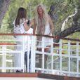 Victoria Silvsted avec des amis à l'hôtel Eden Roc lors du 70ème Festival International du Film de Cannes, le 26 mai 2017