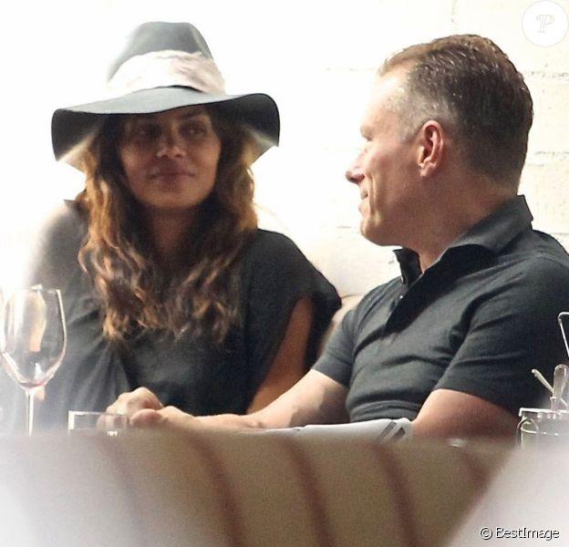 Exclusif - Halle Berry est allée déjeuner avec un homme mystérieux au restaurant Gracias Madre à West Hollywood, le 16 mai 2017