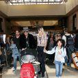 Johnny Hallyday à quitté Los Angeles pour Paris avec sa femme Laeticia, ses filles Jade et Joy, son manager Sébastien Farran, Elyette la grand-mère de sa femme et sa chienne Cheyenne le 29 mai 2017.