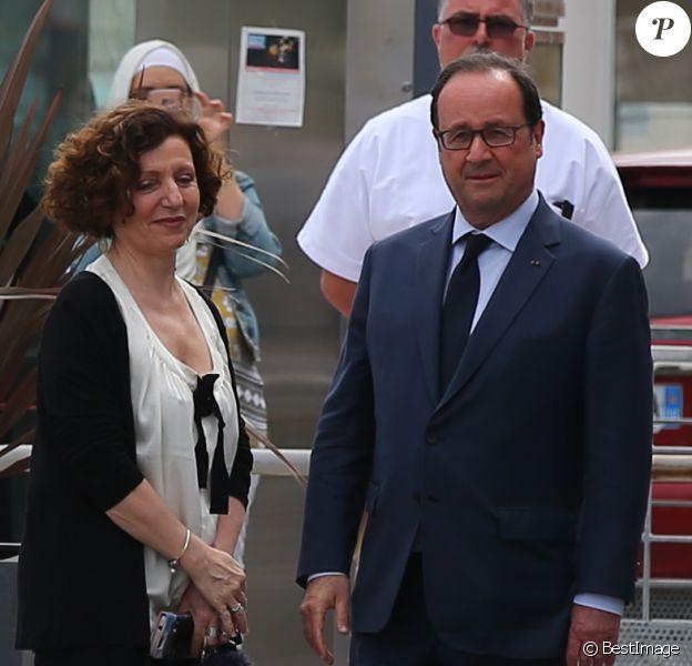 Exclusif - L'ancien président de la république François Hollande s'est rendu à 7h30 à l'hôpital de La Fontonne à Antibes ou son frère aîné Philippe est décédé d'un cancer le 18 mai 2017.