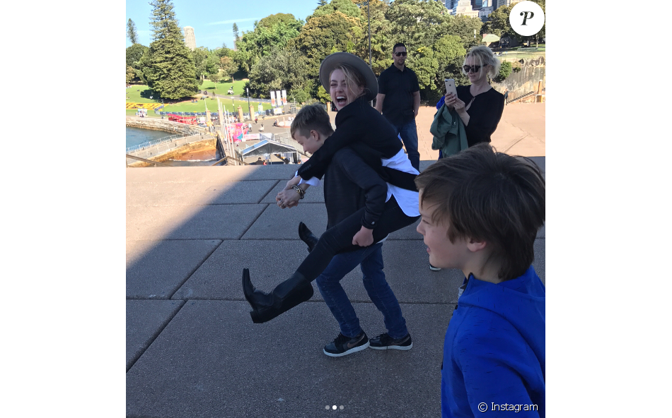 Amber Heard Samusant Avec Les Fils De Son Compagnon Elon Musk Lors D
