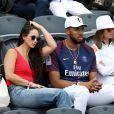 Karl-Anthony Towns et sa compagne Kawahine Andrade dans les tribunes des Internationaux de Tennis de Roland Garros à Paris le 7 juin 2017 © Cyril Moreau-Dominique Jacovides/Bestimage