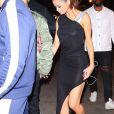 Selena Gomez porte une robe noire transparente qui laisse voir sa culotte et sa poitrine à New York le 6 juin 2017. Elle arrive au restaurant Carbone de West Village avec son compagnon The Weeknd.