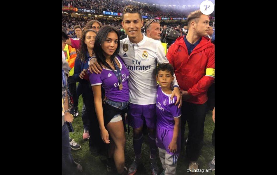 Cristiano Ronaldo, sa compagne Georgina Rodriguez et son fils Cristiano Jr à Cardiff. Le 3 juin 2017.