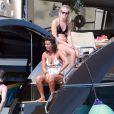 Le footballeur français Mathieu Valbuena se relaxe à bord d'un yatch avec des amis à Ibiza le 10 juin 2017.