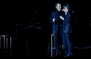 Johnny Hallyday sur scène avec Les Vieilles Canailles :