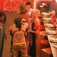 """Katy Perry célèbre la sortie de son nouvel album """"Witness"""". Pour l'occasion, Katy Perry, en compagnie de Sia, Anna Kendrick, Mia Moretti, Dita Von Tease, Cleo Wade à organisé un dîner depuis sa """"Witness House""""."""