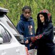 Exclusif - Travis Scott embrasse, câline et touche les fesses de sa petite amie Kylie Jenner devant son domicile avant de partir pour l'aéroport de LAX à Los Angeles. Le couple semble avoir du mal à se quitter et Travis offre une peinture à sa bien aimée avant de monter dans la voiture. le 31 mai 2017