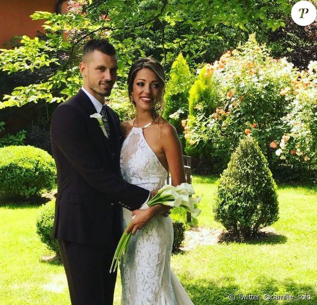 Camille Sold (Koh Lanta 2012) annonce son mariage avec le footballeur Morgan Schneiderlin (qui a eu lieu le 8 juin 2017) sur son compte Twitter le 12 juin 2017.