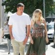 Ryan Lochte et sa compagne Kayla Reid, enceinte, vont déjeuner à West Hollywood. Los Angeles, le 24 mars 2017.
