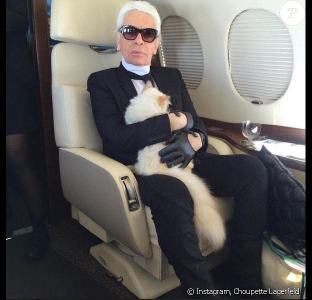 Photo de Karl Lagerfeld et son chat, Choupette. Février 2017.