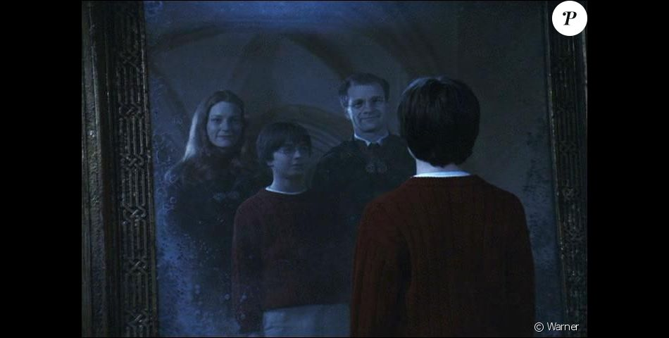 Harry potter avec ses parents lily et james dans le miroir for Miroir du rised