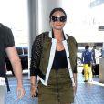 Demi Lovato prend un vol à l'aéroport LAX de Los Angeles, le 17 juin 2017.