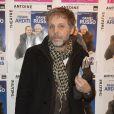 """Stéphane Guillon - Photocall de la générale de la pièce """"L'être ou pas"""" au Théâtre Antoine à Paris le 21 mars 2016. © Coadic Guirec/Bestimage"""