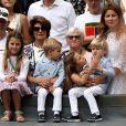 Mirka Federer avec ses quatre enfants (Charlene Riva, Myla Rose, Lenny, Leo) lors de la finale de Wimbledon opposant Roger Federer à Marin Čilić, à Londres, le 16 juillet 2017.