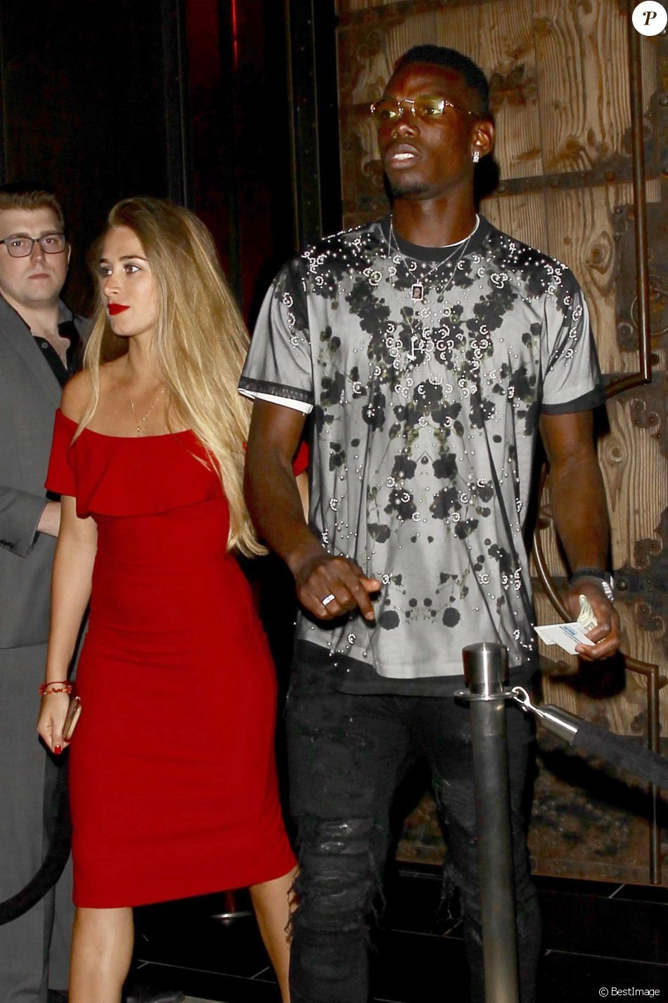 Exclusif  - Le joueur de football international français Paul Pogba (Manchester United) est allé diner en amoureux avec sa nouvelle compagne au restaurant TAO à Hollywood, le 7 juillet 2017.