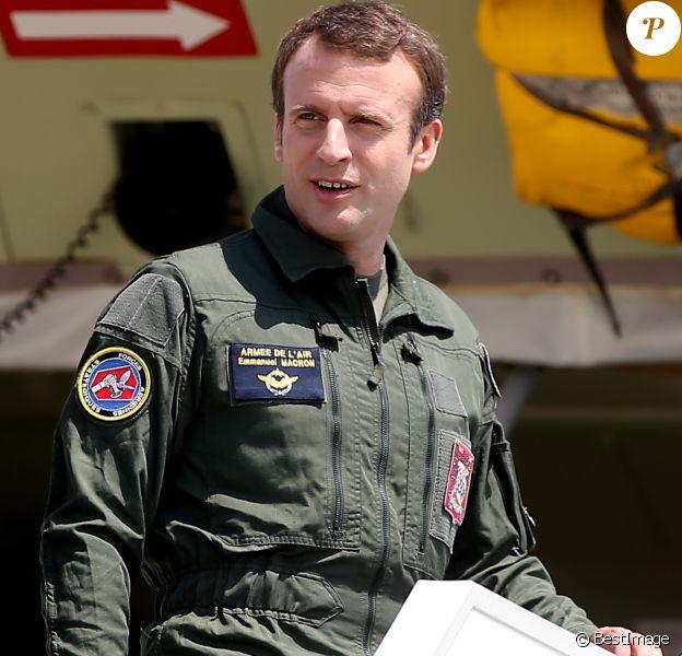 Le président de la République Emmanuel Macron en visite à la base aérienne 125 d'Istres, le 20 juillet 2017. © Dominique Jacovides/Bestimage