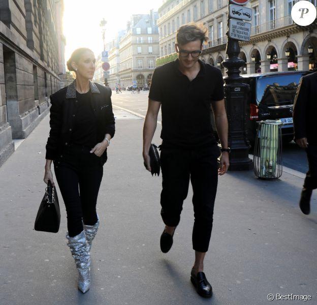 """Céline Dion dîne avec son danseur Pepe Munoz et un ami au restaurant """"Chez Loulou"""" au musée des arts décoratifs à Paris le 7 juillet 2017."""