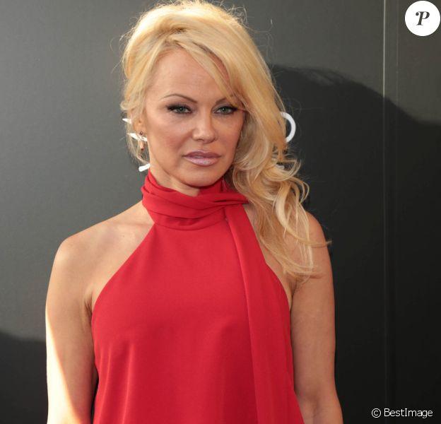 Pamela Anderson - Les célébrités arrivent à la soirée de gala du 40ème anniversaire de Sea Shepherd à Los Angeles le 10 juin 2017.
