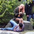 """Cara Delevingne et Jaden Smith sur le tournage de """"Life in a year"""" à Toronto. Le 11 mai 2017."""