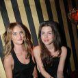 Charlotte Casiraghi et ses amies ont passé un bon moment hier soir au défilé Etam au Ritz