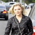 Chloë Grace Moretz fait du shopping avec une amie chez Express à Beverly Hills, le 1er août 2017