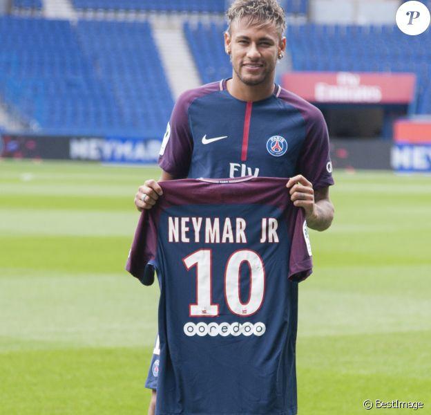 Neymar Jr en conférence de presse au Parc des Princes pour son entrée au club de football PSG (Paris Saint-Germain). Le 4 août 2017 © Pierre Perusseau / Bestimage