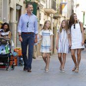 Felipe VI, Letizia, Leonor et Sofia : En touristes dans les rues de Soller...