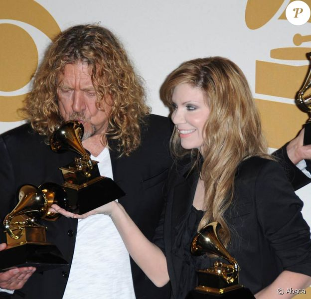 51e cérémonie des Grammy Awards, à Los Angeles, dimanche 8 février 2009 : Robert Plant et Alison Krauss ont raflé cinq trophées, et ils ne savent plus quoi en faire ! Tiens, il en manque un...