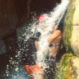"""""""L'acteur Tomer Sisley et Sandra Zeitoun, amoureux sous une chute d'eau, le 12 août 2017 en Israël."""""""