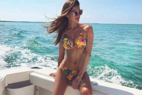 Iris Mittenaere, absolument torride en bikini : Notre Miss Univers rayonne !