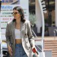 Kendall Jenner met de l'essence dans sa Range Rover à Beverly Hills, le 15 juillet 2017
