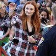 Sophie Turner - L'équipe de Game of Thrones salue leurs fans à leur arrivée au Comic Con à San Diego, le 21 juillet 2017.