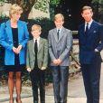 Les princes William et Harry avec leurs parents le prince Charles et la princesse Diana en septembre 1995 lors de leur rentrée à l'Eton College.