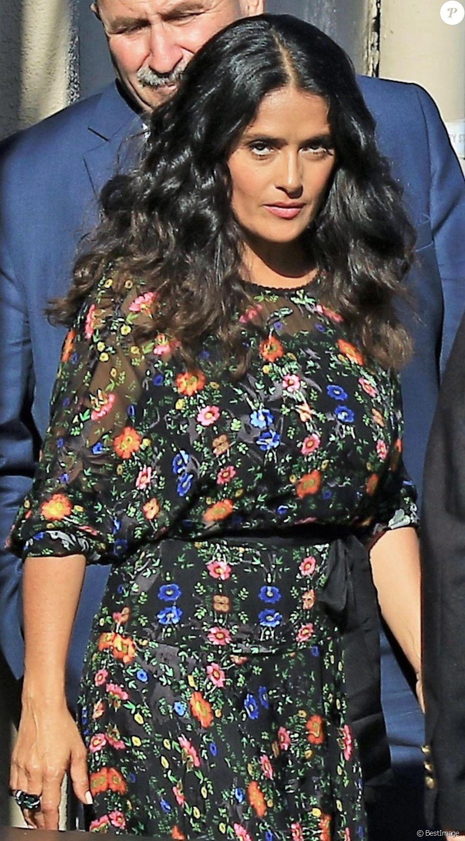 "Salma Hayek sort du plateau du ""Jimmy Kimmel Live!"" à Los Angeles, le 17 août 2017. © CPA/Bestimage-"