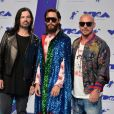 Tomo Milicevic, Jared Leto (vêtu d'une cape, d'un chemisier et de baskets Gucci) - MTV Video Music Awards 2017 au Forum à Inglewood, le 27 août 2017.