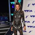Alessandra Ambrosio, habillée en Balmain (collection Croisière 2018) - MTV Video Music Awards 2017 au Forum à Inglewood, le 27 août 2017.