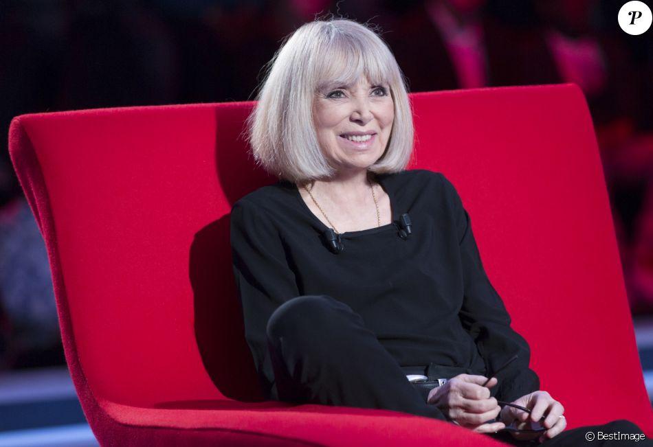 """Exclusif - Enregistrement de l'émission """"Le Divan"""" présentée par Marc-Olivier Fogiel avec Mireille Darc en invitée, le 11 avril 2015. Elle sera diffusée le 28 avril 2015, sur France 3, en deuxième partie de soirée."""