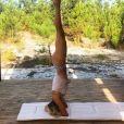 Alexandra Rosenfeld fait du yoga, en vacances au Portugal. Instagram, août 2017