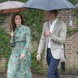 Kate Middleton, duchesse de Cambridge, et le prince William lors de la visite du Sunken Garden dédié à la mémoire de Lady Diana à Londres le 30 août 2017. Le 4 septembre 2017, le palais de Kensington a annoncé qu'elle est enceinte de son troisième enfant avec le prince William.