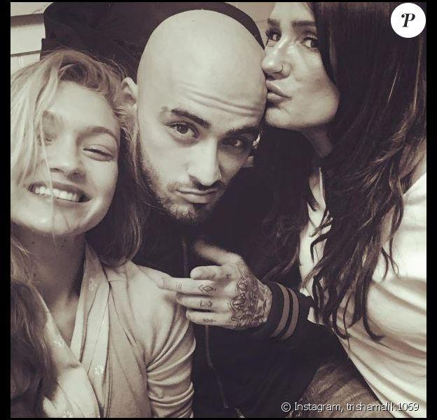Zayn Malik pose avec le crâne rasé, auprès de sa maman Trisha et sa chérie Gigi Hadid. Instagram, septembre 2017