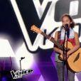 """Nawel et sa guitare dans """"The Voice Kids 4"""" (TF1), numéro diffusé le 9 septembre 2017."""