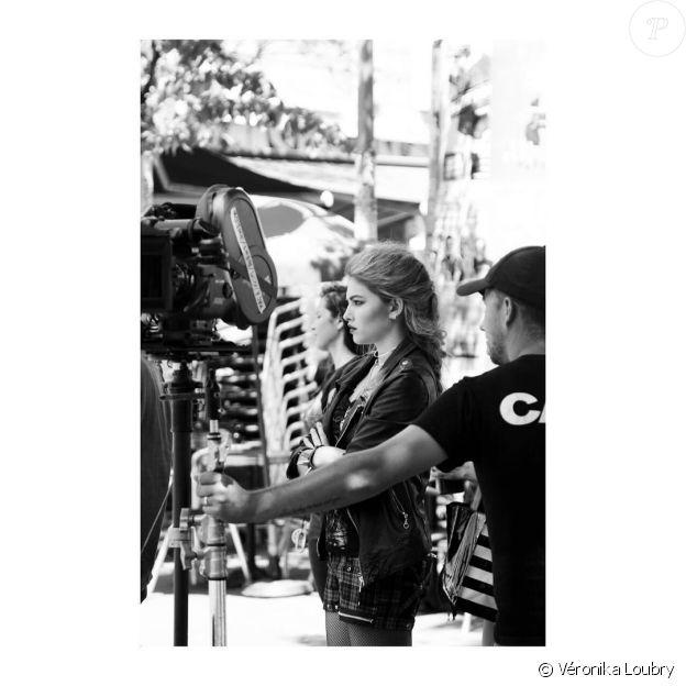 """Thylane Blondeau sur le tournage de """"Thylane"""" de NP Novak, été 2017. La photo est signée de sa maman Véronika Loubry."""
