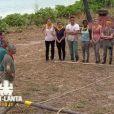 """Les Jaunes et les rouges s'affrontent lors de l'épreuve de confort dans """"Koh-Lanta Fidji"""", sur TF1 le 8 septembre 2017."""