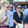 Selena Gomez fait du shopping dans le quartier de Soho avec des amis à, New York, le 5 septembre 2017.