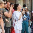 Selena Gomez va à la rencontre des ses fans pendant sa séance de shopping à New York, le 4 septembre 2017.