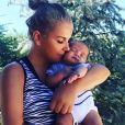 Katia Aveiro, la soeur de Cristiano Ronaldo, pose avec Mateo, l'un des jumeaux du footballeur sur Instagram, le 10 septembre 2017.