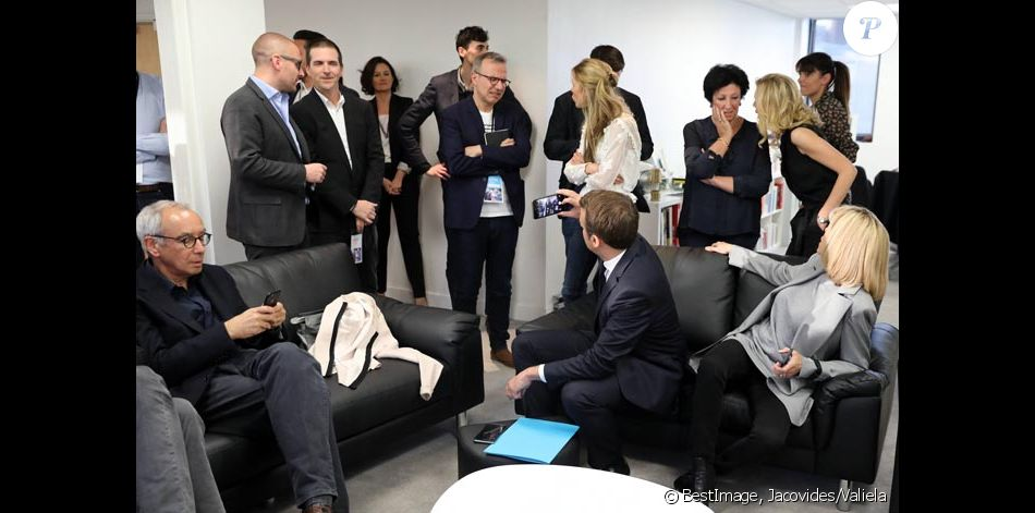 exclusif philippe besson emmanuel macron brigitte macron et leurs familles au qg de campagne. Black Bedroom Furniture Sets. Home Design Ideas
