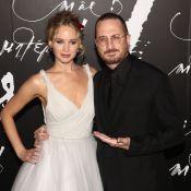 Jennifer Lawrence : Princesse en robe blanche au bras de son amoureux